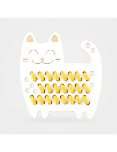 Montessori wooden lacing toy + yellow lace | Renée Cat